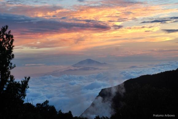 Sunrise dari Papandayan